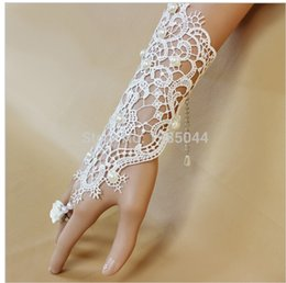 Wholesale Graceful Lace Wedding Gloves With Pearls White Wedding Bridal Gloves Beaded Wedding Accessories For Brides