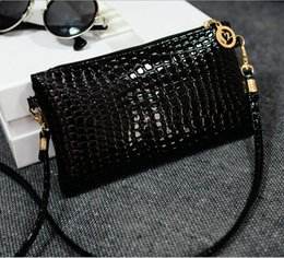 Wholesale stock black blue cheap single shoulder straps beads bridal hand bags pink purple yellow crystals purple Envelope purse