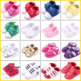 Wholesale Baby Soft Infant Sandals Toddler First Walkers Moccs Newborn Girls Boys Kids Prewalker Sneakers Shoes Children Casual Mix BB