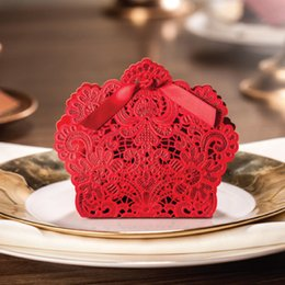 Wholesale Red gold Laser Cut Wedding Favor Boxes Wedding Candy Box Casamento Wedding Favors And Gifts