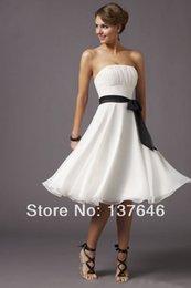 Wholesale Beach Strapless Short Wedding Dresses In Stock Knee Length White and Black