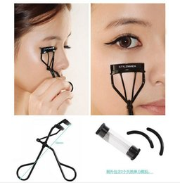 Wholesale Korea CE eyelash curler stylenanda with two rubber makeup tools