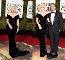 Wholesale 2016 vestidos de Lady Gaga Sexy Negro Hombro largos vestidos de noche de la sirena de Red Carpet V Fiesta de la celebridad del cuello a Golden Globe Awards