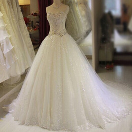 Wholesale Nouvelle arrivée Bling Bling robes Ball Gown Sweetheart sans manches Shinny cristaux strass paillettes Glitter Tulle robes de mariée de mariée