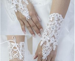 Wholesale 2015 Spring Garden Short Bridla Gloves Fingerless Lace Applique wrist Length Ivory Bride Bridesmaid Women Evening Wedding Party Gloves Cheap