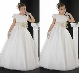 Wholesale On Sale First Communion Dresses For Girls New Arrival Flower Girls Dresses Short Sleeve Sash Aline Long Dresses Top Quali