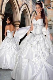 Wholesale 2015 Hot Selling Halter Ball Gown Quinceanera Dresses Princess Prom Dress Lace Appliques Floor Length Drapped Formal Party Evening Gown