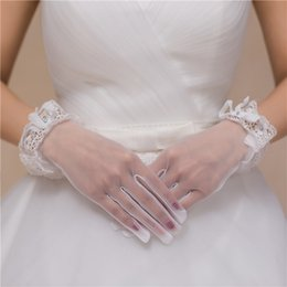 Wholesale Long Formal New Cheap Bridal Gloves for Wedding Full Finger Evening Prom Party Gloves Wedding Dresses Lace Beads Bow Bridal Accessories