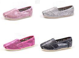 Wholesale Le vendeur paie Livraison gratuite Chaussures plates de chaussures de mode de marque de vente chaude pour des enfants de filles de garçons Enfants décontractés respirants de chaussures de toile scintillement des chaussures pairs