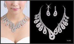 Wholesale 2014 Winter Hot Womens Bridal wedding pageant Rhinestone necklace earrings Jewelry Gold Plated Alloy Metal sets Special Party Jewelry