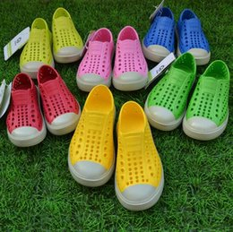 Wholesale Summer men s sports and leisure shoes paternity street hole shoes breathable candy color rain