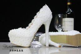 Wholesale 2017 Los zapatos nupciales blancos de la boda de la perla del cordón de la manera caliente de la venta cm zapatos nupciales del baile de fin de curso del partido de los zapatos del alto talón impermeabilizan los zapatos que envían libremente