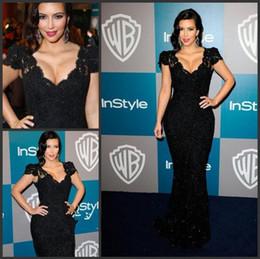Wholesale 2016 Kim Kardashian vestido Negro sirena cuello en V manga corta de encaje crtstal celebridades alfombra roja tribunal tren vestidos de noche vestidos de baile MF045