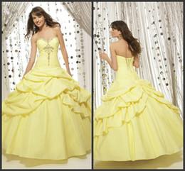 Wholesale Exquisito Quinceañera vestidos de amor moldeado con cordones gradas Debutante vestido de noche de baile vestidos de bola de la princesa del vestido de boda shj