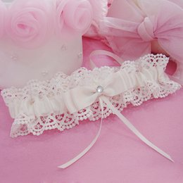 Wholesale 2015 Feminine Lace Bridal Garters with Bow Crystals Hot Sale New Ivory Color Event Suspenders Wedding Accessories for Bride