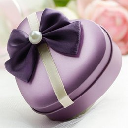 Wholesale 24pcs Heart Shaped Wedding Candy Chocolate Gifts Multi Coloured Tin Favor Boxes With Bow Pearl For Wedding Party