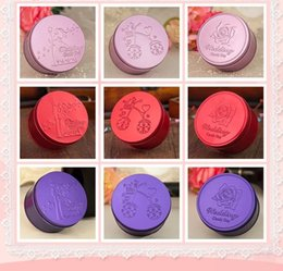 Wholesale 2015 Cheap Round Candy Box Creactive Design Image Sweet Gifts Favor Holders Wedding Favor Boxes Gift New Sweet Love WZ