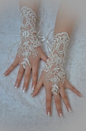Wholesale 2015 New Fashion Bridal Gloves Bridal Accessory Lace Embroidery Ivory Fingerless Wrist Length Wedding Gloves Wedding Accessories HY