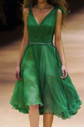 Wholesale Cocktail Party Dress Deep V Neck Green Beaded Pleated Chiffon Short Prom Dresses Knee Length Cheap Homecoming Gowns