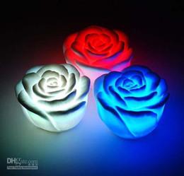 2015 ventas calientes! Flor Vela Rose cambiable del color LED rosas sin llama sin humo lámpara del amor Envío Gratis