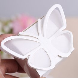 Wholesale 2016 Creative selling foreign trade wedding candy boxes White romantic fold Butterfly style card paper gift box Wedding supplies