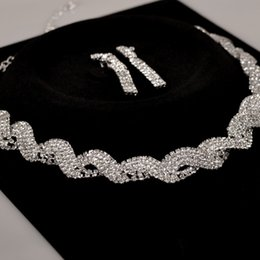 Wholesale 2015 Bridal Necklace Earrings Set Evening Prom Accessories Sparkly Diamonds Bling Drill Crystals Wedding Jewelry