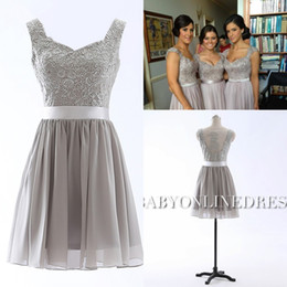 Wholesale Under Vestido Lace Short Summer Bridesmaid Dresses Silver Chiffon V neck Cap Sleeves Applique Homecoming Cocktail Dress Prom Gowns RT0045