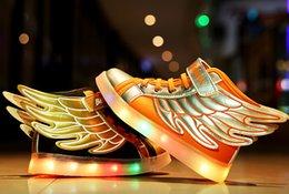 Wholesale CHAUD NOUVELLES enfants ailes USB chargeant les enfants de baskets des enfants LED lumineux garçons des filles de chaussures colorées lumières clignotantes LED chaussures