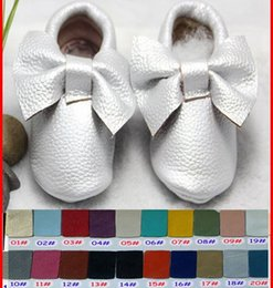 Wholesale 30Pairs girls bows moccs Baby moccasins soft sole moccs genuine leather prewalker booties toddlers infants fringe bow cow leather shoes