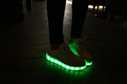 7 colores LED luminosos zapatos zapatillas de deporte unisex mujeres de los hombres zapatillas de deporte de los zapatos de luz USB de carga de colores brillantes zapatos planos de ocio negro
