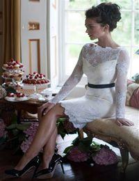Wholesale Vestido de novia de encaje vestido de novia blanco nuevo encantador y Negro envoltura corta de manga larga cuello barco Cinturón Negro por encargo