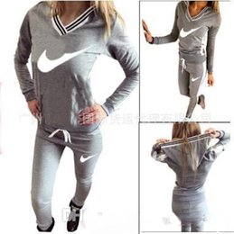 Wholesale hot style in Europe and America women sexy v neck printed hooded sweat suits