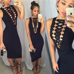 Wholesale Europe and the United States hit back zipper sleeveless deep V metal ring with the dress