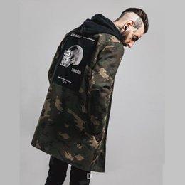 Wholesale Lo nuevo chaqueta de las chaquetas de mezclilla estilo militar para hombre de manga larga de Hiphop Streetwear Swag de Camo Apliques Diseñado para hombre