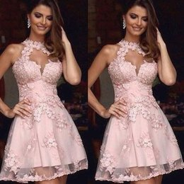 Wholesale Semi Formal vestidos de formatura Illusion alta Neck Blush Rosa Lace Vestidos Homecoming Sheer pescoço curto Prom Party vestidos de mangas baratos