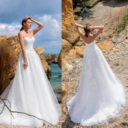 Wholesale Cheap Beach Wedding Dresses Lace Applique Sleeveless Backless Bridal Gowns Sweep Train Ribbon Plus Size Sweetheart Wedding Dress