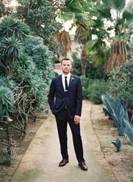 Wholesale Mens Fashion Tuxedo Suits Sexy entalhado lapela de duas peças do casamento do noivo ternos feitos sob encomenda Men Slim Fit Suit