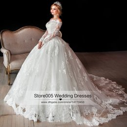 Wholesale Luxury Vintage Long Sleeve Lace Wedding Gowns Arabic Winter Puffy Ball Gown Bridal Dresses Church Off Shoulder Belt Z508