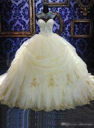 Wholesale Tamaño elegante novia de bola de los vestidos de quinceañera vestidos de oro de organza apliques de cuentas de la mascarada Debutante Vestidos Plus dulce de la aduana del vestido