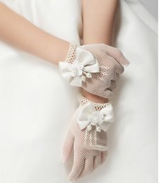 Wholesale Hot Sale Children Hollow Out Pearl Flower Bowknot Finger Gloves Childs Floral Butterfly Mittens Kids Wedding Party Accessories Beige M1745