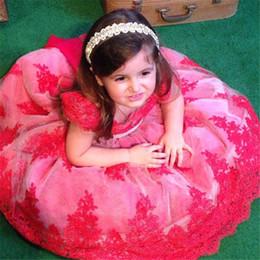 Милые девушки в красном платье фото