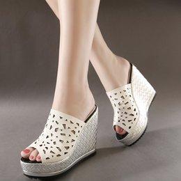 Wholesale De moda ahueca hacia fuera del alto talón zapatos de boda blancos del deslizador de la plataforma de novia sandalias de las cuñas cm Tamaño a