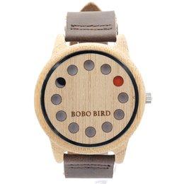 Wholesale 2016 nouvelles montres en cuir personnalisées en bois de bambou de haute qualité en bois trous montre chat montre à quartz Hommes Femmes