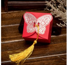 Wholesale 2016 Gold Laser butterfly Candy Boxes Piece wedding Favor Holders favor boxes Gift box Square Red Paper Candy box with tassel