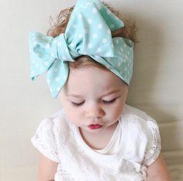 Wholesale 9 color del bebé de la mariposa del nudo sólido lindo puntea la venda del bebé Headwear elástico del bebé apoyos de la fotografía de los niños del pelo del arco niños Accesorio para el pelo