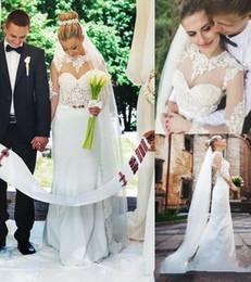Wholesale 2016 vestidos de boda de los vestidos de la ilusión de la joya del cuello de encaje de manga larga de la envoltura de novia con apliques de oro de la correa de satén Backless Vestidos DG