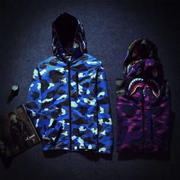 Wholesale Alta calidad Camo Shark chaqueta para hombres Deportes al aire libre Hoodies estilo militar invierno caza capas verde púrpura azul chaquetas FXF0723