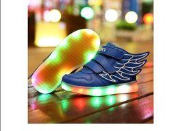 Wholesale Enfants Chaussures Avec Light Up Sneakers Pour Enfants USB Charging Sole Sneakers Luminous Chaussures Led Chaussures Filles Chaussures Avec Ailes