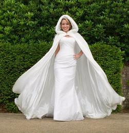 La longitud del piso de las mujeres Blanco / Marfil borde de piel sintética de invierno de Navidad Cabo nupcial boda imponente Capas Partido larga con capucha de la chaqueta Wraps