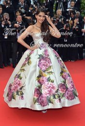 Wholesale 2016 Print Ball Gown Evening Dress Hot Sale Sonam Kapoor Celebrity Dress Sexy Strapless Backless Long Prom Party Gowns Red Carpet Dress